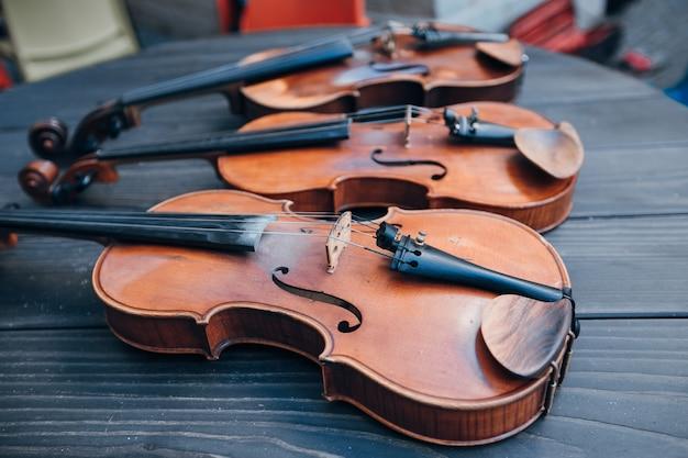 Objet antique violon gros plan