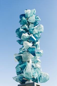 Objet d'art en cristal de matcha sur un pont