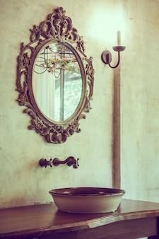 Objet décoratif salle de bains d'eau de vase
