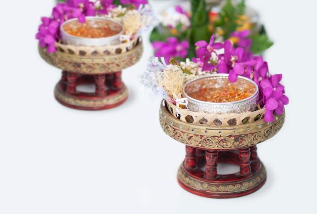 Un objet traditionnel se prépare à être utilisé au festival de songkran