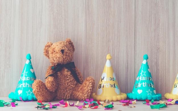 Objets de fête d'anniversaire pour enfants configurés pour l'espace de copie
