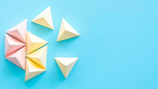 Objets géométriques pastel de copie-espace