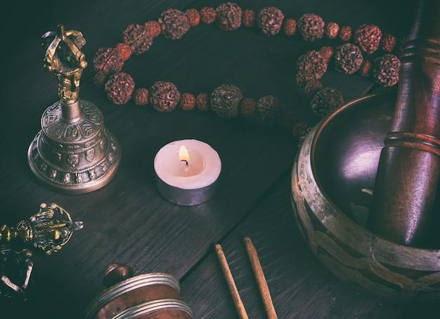 Objets religieux tibétains pour la méditation et la médecine alternative