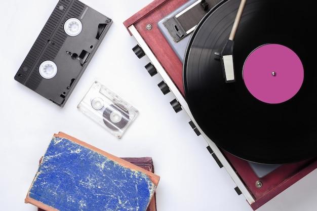 Objets rétro de la culture pop sur table