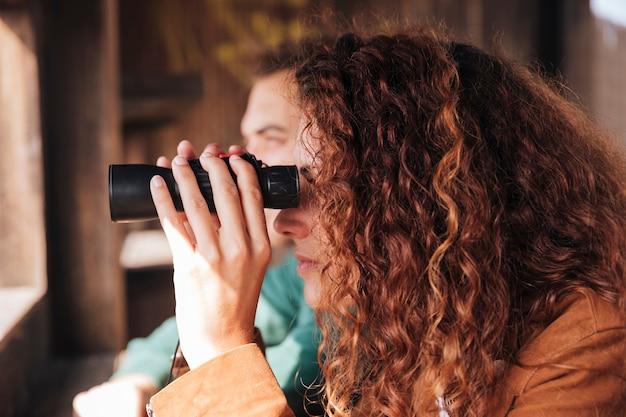 Observation latérale des oiseaux en couple
