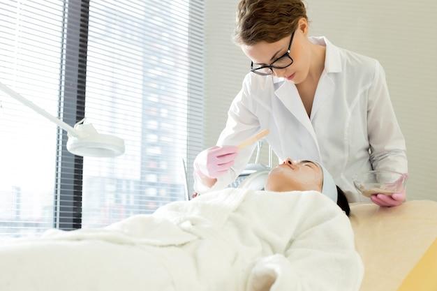 Obtenir un traitement de beauté au salon spa