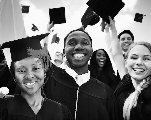 L'obtention du diplôme de l'éducation célébration réussite des élèves concept d'apprentissage