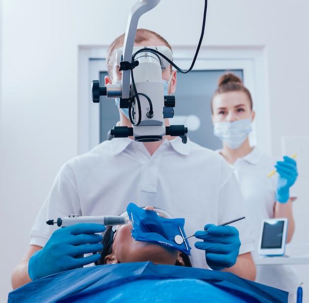 Obturation des canaux radiculaires pendant le traitement endodontique