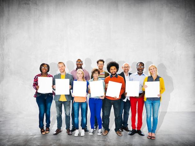 Occasionnel, gai, ethnicité, équipe, travail d'équipe, concept de convivialité