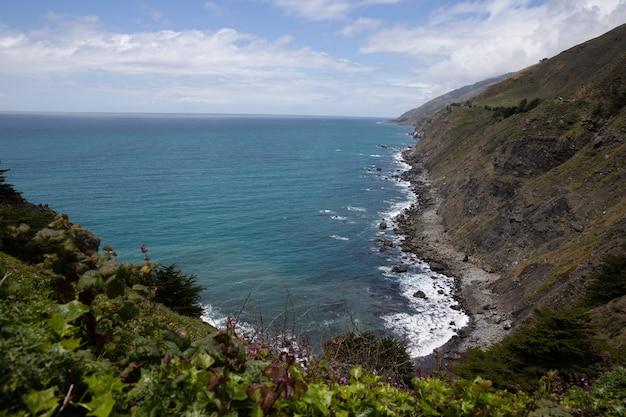 Océan au bord des falaises