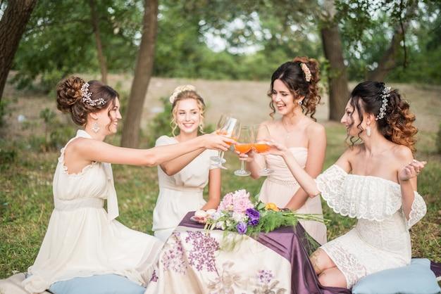 Odessa.ukraine.05.08.2018 belles filles fête avec des fleurs