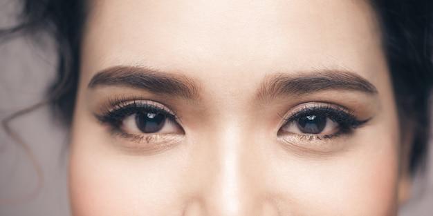 Oeil femme sourcil yeux cils