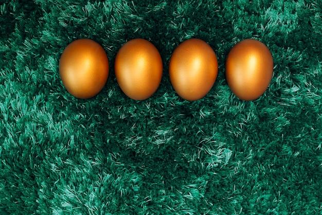 Oeuf de pâques doré, joyeuses pâques dimanche chasse décorations de vacances