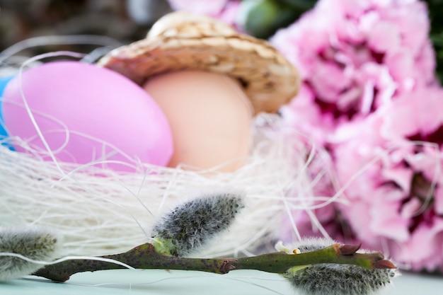 Oeufs et autres éléments pour célébrer pâques chrétienne, éléments et décor pour célébrer pâques