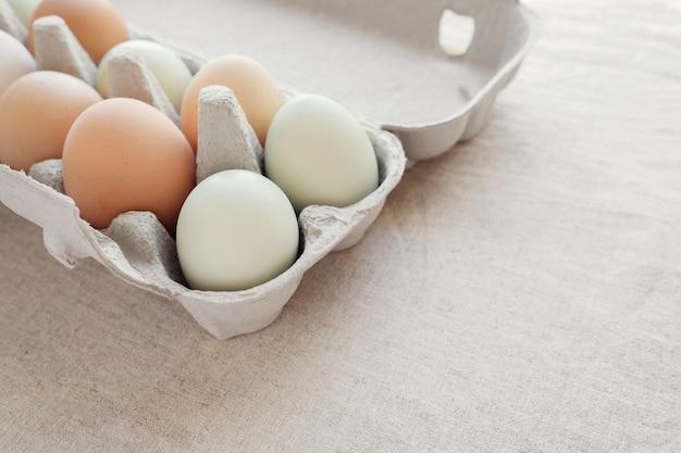 Oeufs bio élevés en boîte, régime cétogène rapide aux oeufs
