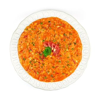 Oeufs brouillés turcs de menemen avec tomates, oignons et poivrons cuits à l'huile d'olive plat de petit-déjeuner populaire en turquie cuisine traditionnelle vue de dessus