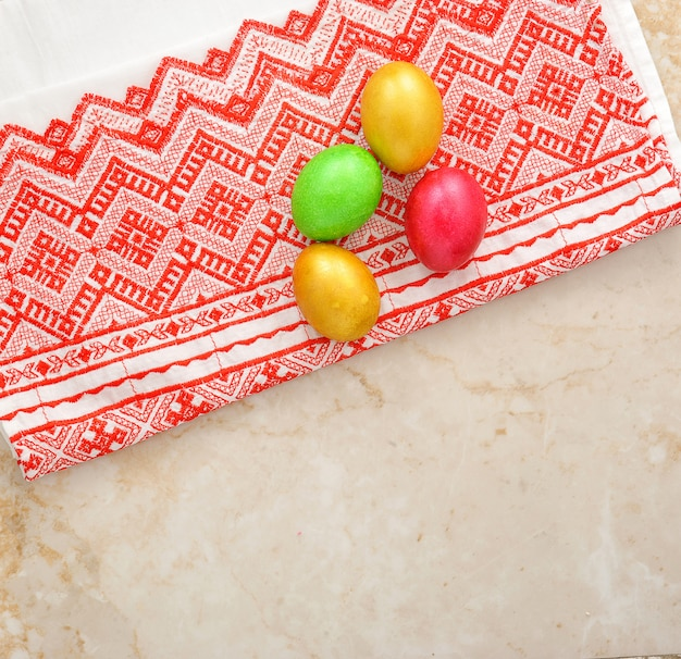 Oeufs colorés pour pâques