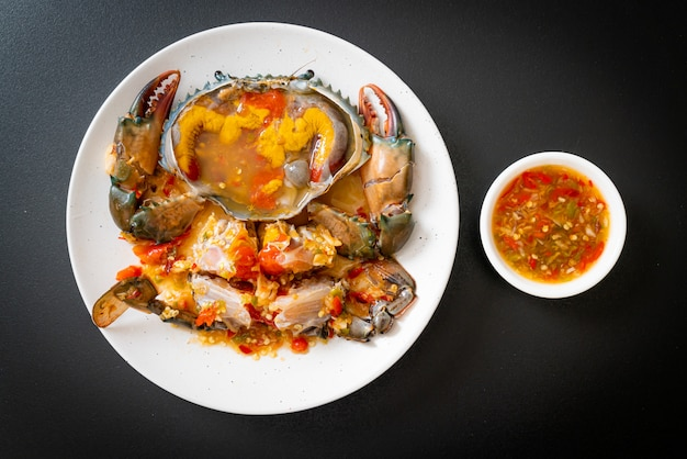 Oeufs de crabe marinés avec sauce
