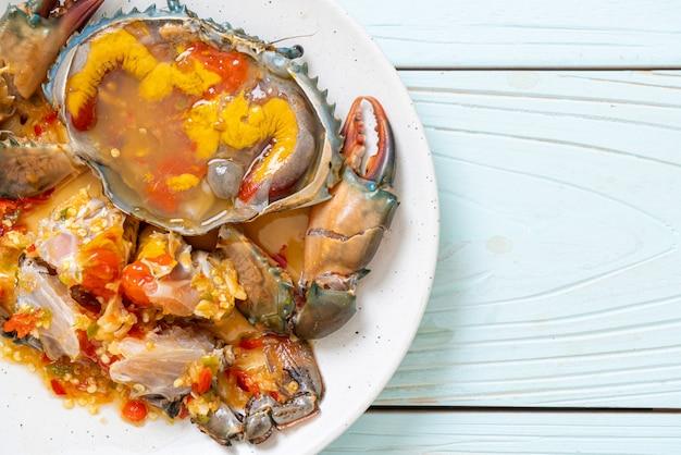 Œufs de falaise marinés aux fruits de mer et sauce épicée