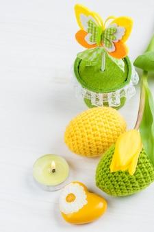 Oeufs de pâques au crochet jaune vert