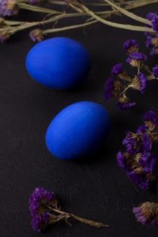 Oeufs de pâques bleu