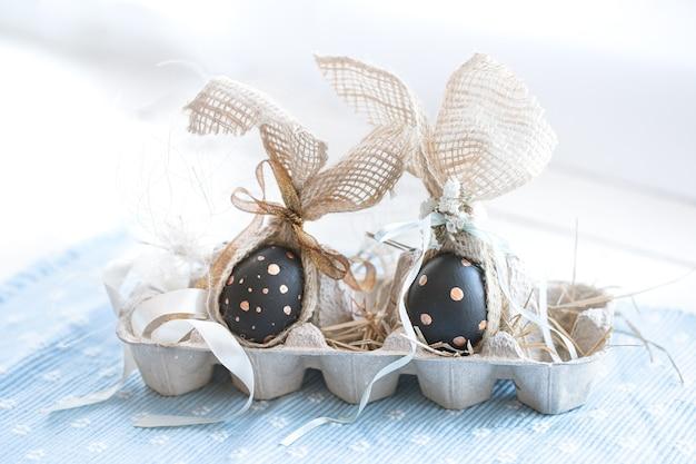 Oeufs de pâques décorés en noir avec motif