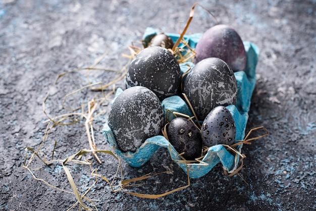 Œufs de pâques effet pierre ou marbre