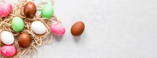Œufs de pâques peints de saison