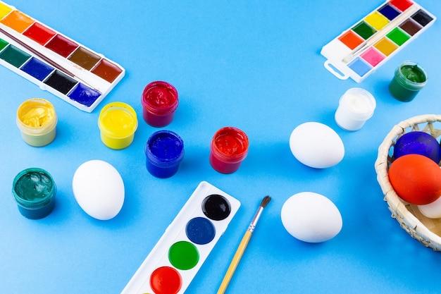 Œufs et peinture pour pâques