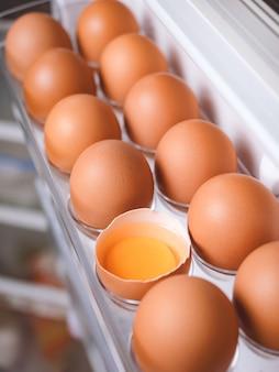 Oeufs de poule bio concept d'ingrédients alimentaires