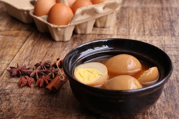 Œufs à la sauce brune