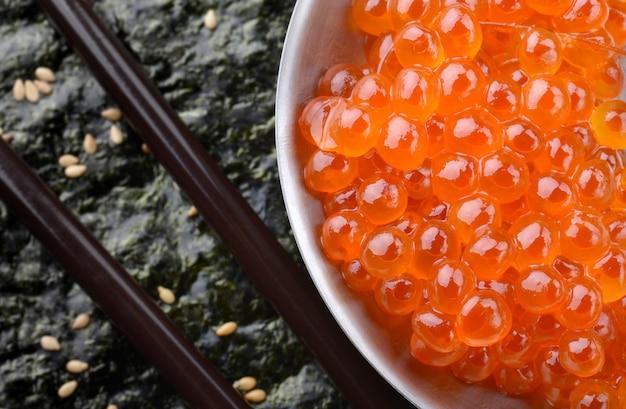 Œufs de saumon ou ikura à la japonaise.
