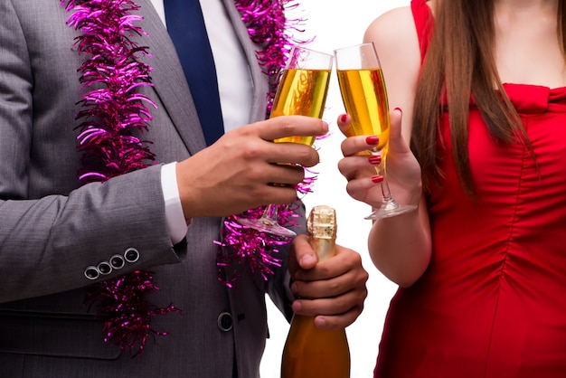 Office fête de noël avec des coupes de champagne