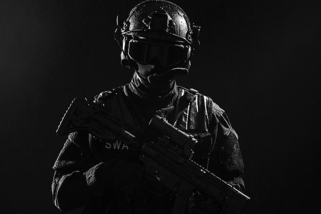 Officier de police des opérations spéciales swat
