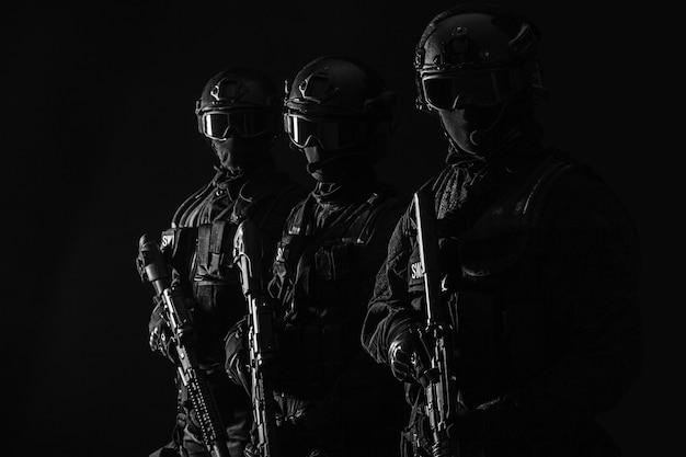 Les officiers de police des specsswat