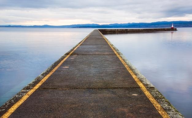 Ogden point breakwater pier à victoria, colombie-britannique, canada