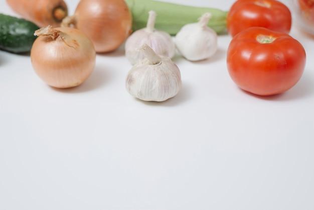Oignon, ail et tomate
