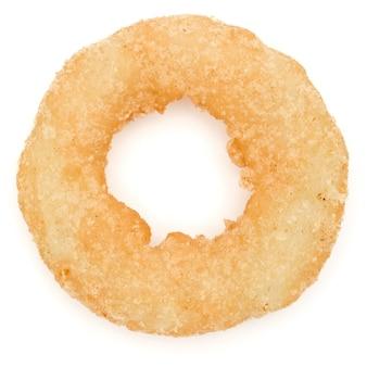 Oignon frit croustillant ou anneau de calamars isolé sur fond blanc