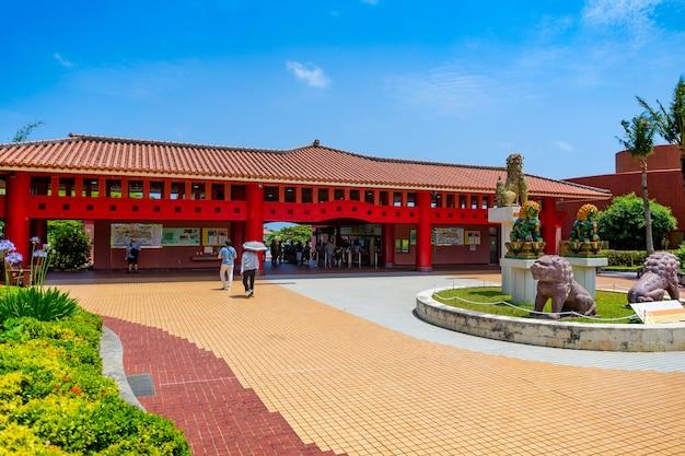 Okinawa world est le parc à thème par excellence de la préfecture d'okinawa et présente les