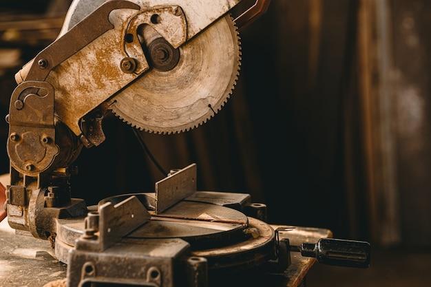 Old grunge sale machine de coupe de bois électrique rouillé