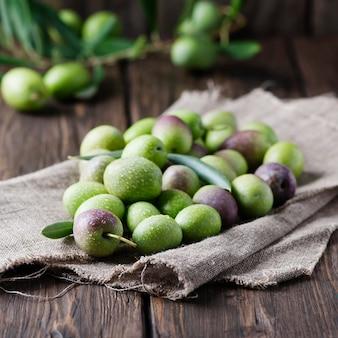 Olives crues pour faire de l'huile