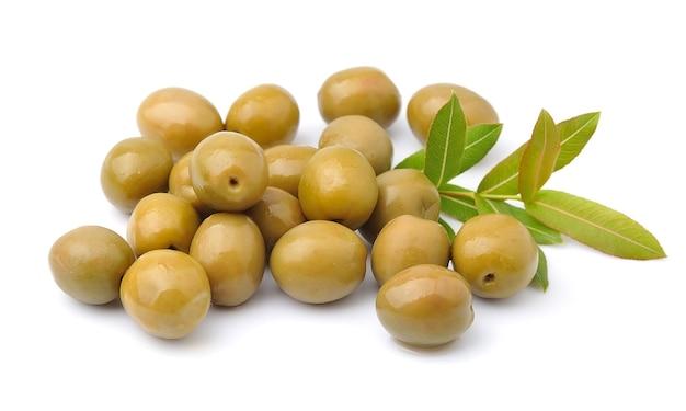 Olives douces avec des feuilles se bouchent