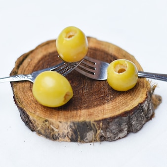 Olives marinées concombre citron et poivre légumes marinés nourriture égyptienne