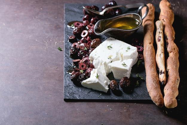 Olives noires et fromage feta