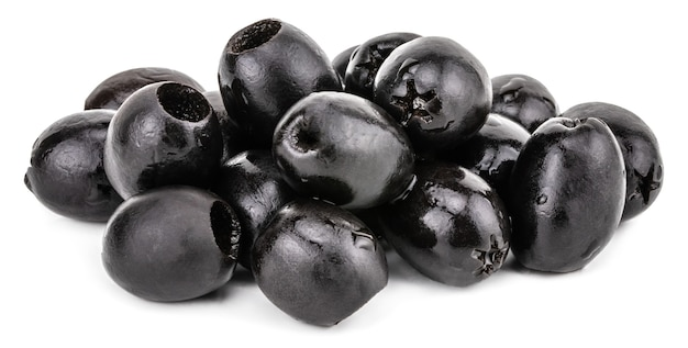Olives noires isolées sur fond blanc. avec chemin de détourage.
