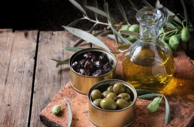 Olives avec pain et huile