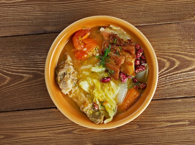 Olla podrida - ragoût espagnol à base de porc et de haricots,