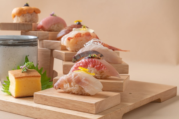 Omakase sushi premium set - cuisine japonaise