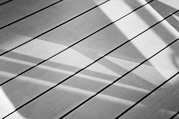 Ombre de la fenêtre sur fond de plancher de bois