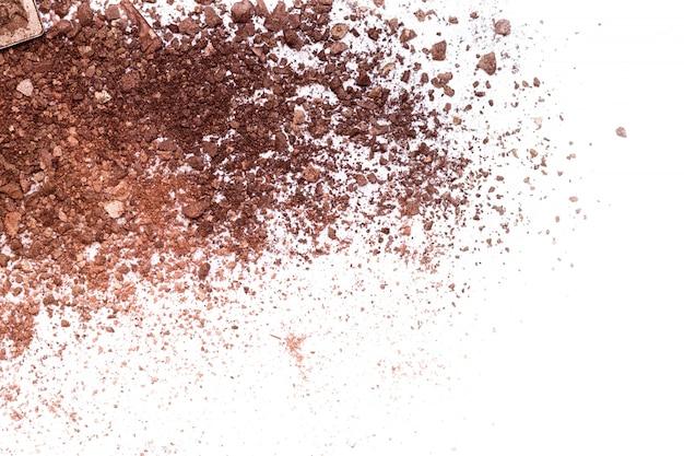 Ombre à paupières émietté brun foncé